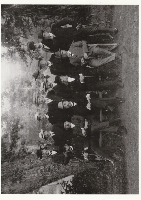 Pärm blå Bild 10a. Sätra Brunn. Personal. Sommaren 1908. Årtal 1908.jpg