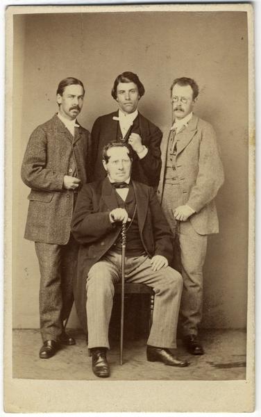Sätra Brunn. Tjänstemän vid Sätra Brunn sommaren 1867. Foto..jpg