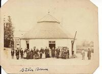 Brunnshuset med patienter 1860.jpg