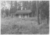 Sätra Brunn. Lillstugan. Var tidigare en betjäntflygel till Nybygget. Flyttades på 1870-talet till dess nuvarande plats vid Skogsgården. Foto 1940-talet..jpg