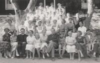 Sätra Brunn. Personal. Intendent Ole Carneskog och medarbetare 1955. Fotovykort..jpg