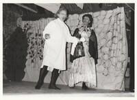 Mohrens sista suck. Sätra Brunn Salongen. Årtal 1962. Bild 3. Lars Wretblad - don Cacaluna. Harald Bohlin - donna Rotunda. Foto.jpg