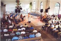 Barbro (Lill-Babs) Svensson ger konsert i kyrkan. 29 juli 2000.