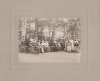 Sätra Brunn. Personal och gäster på Sätra Brunn. År 1911. Stående 3dje från venster Hilma Johansson, biträde på lasaretet. 5e och 4de från höger Apotekare och fru Rydberg. Fru Alva Rydberg är syster till Louis Condé.jpg
