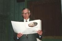 Sätrastämning. Överläkaren och intendenten Nils-Johan Höglund sjunger. 1996.