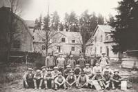Skogsgården. Årtal 1925. Arbetslaget vid ombyggnationen av Skogsgården..jpg